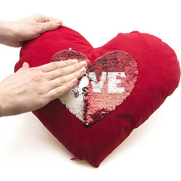 Kırmızı Kalpli Sihirli Pullu Love Yastık