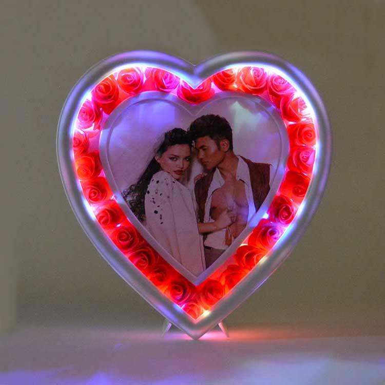 Led Işıklı Güllü Kalp Fotoğraf Çerçevesi